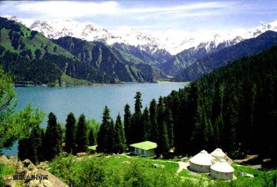 天山天池风景名胜区是集国家首批5a级风景旅游区