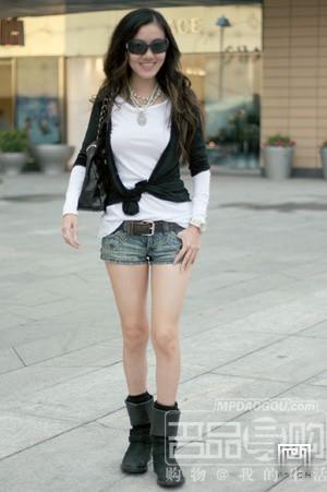 重点就是露大腿-北京街拍 嫩白皮肤露出来图片