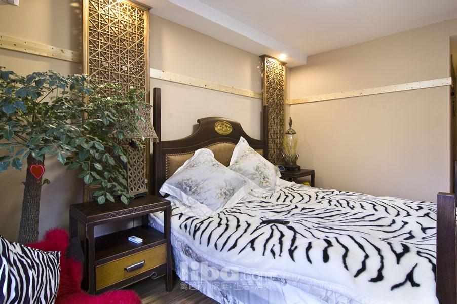 购买的成品家具,与木工师傅做的床头背景,却达到完美协调.