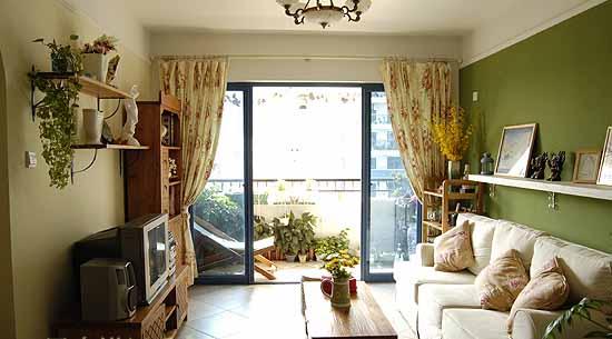 20平米以内温馨客厅家具的摆设