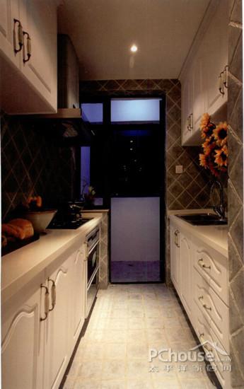厨房设计   厨房空间属于狭长型