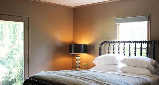 背景墙 房间 家居 酒店 设计 卧室 卧室装修 现代 装修 547_291