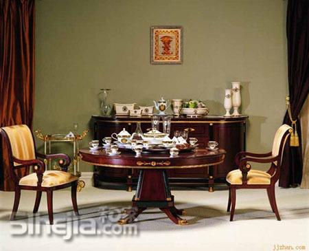 充满欧式高贵典雅的圆桌与瓷器的完美搭配