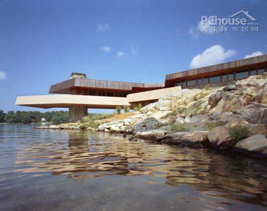 设计重点:别墅景观      编辑点评:岛屿虽大,但别墅所占用的