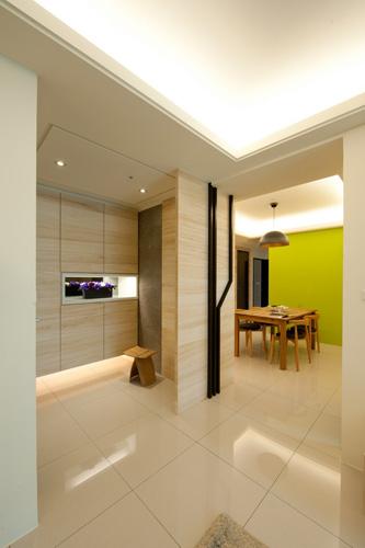 设计师林洋进一步在玄关部分透过异材质粗犷拼接,预告着电视主墙面图片