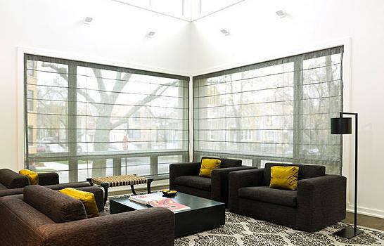 客厅设计 缔造大雅之堂      家具布局:l型灰色转角沙发靠窗贴着墙壁