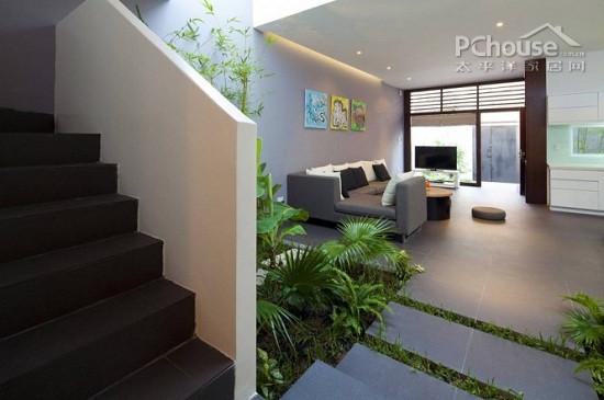 设计重点:楼梯设计       编辑点评:这是一栋别墅型住宅,我们