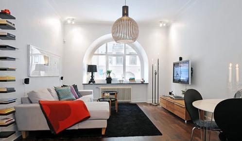 半圆形的大窗户为空间提供了良好的采光,使整个客厅明亮通透.