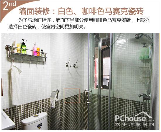 卫生间吊顶装修   卫生间的天花使用铝扣板,满天星的花纹印在银色的