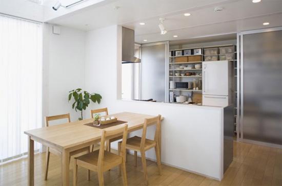推荐理由 厨房与餐厅之间砌了吧台作隔断